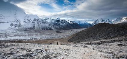 bekijk een deel van everest basecamp in Khumbu foto