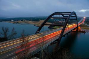Pennybacker Bridge Loop 360 mistige ochtendauto's Austin Texas foto