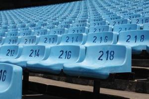 grote lege stadionstoelen foto