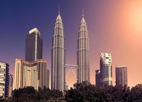Vintage afgezwakt skyline van Kuala Lumpur, Maleisië.