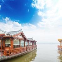traditioneel schip bij de xihu (het westenmeer), hangzhou, China