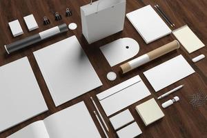 lege briefpapier op houten achtergrond foto