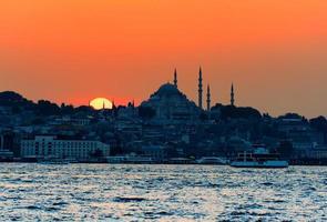 zonsondergang over Istanbul, Turkije foto