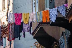 traditionele straat en huizen in de wijk balat foto
