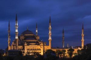 blauwe moskee in de schemering - Istanbul, Turkije foto