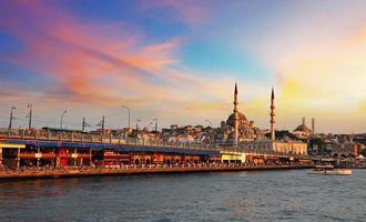 dramatische zonsondergang over Istanbul, Turkije foto