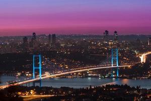 Bosporus-brug bij zonsondergang, istanbul Turkije foto