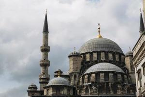 yeni cami, nieuwe moskee, beroemde architectuur van istanbul. foto