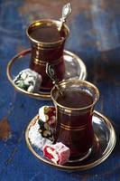 Turkse thee en lekkernijen foto