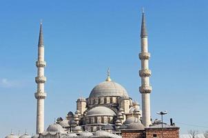 weergave van de nieuwe moskee (yeni cami) in istanbul, turkije foto