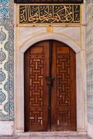 deur in de binnenplaats van de harem foto