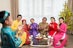 applaudisserende familie foto