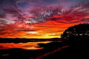 weerspiegelde zonsondergang foto