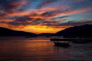 tivat zonsondergang foto