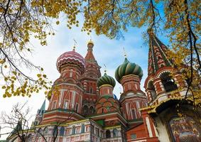 Saint basil's kathedraal in de herfst in Moskou foto