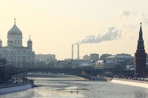 Moskou kremlin kathedraal winterlandschap dijk foto