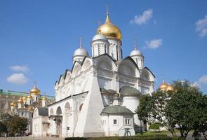 kathedraal van de aartsengel in het kremlin van moskou foto