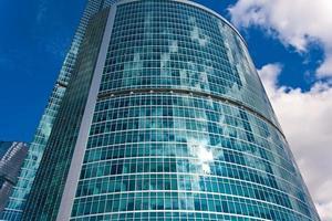moderne wolkenkrabbers foto