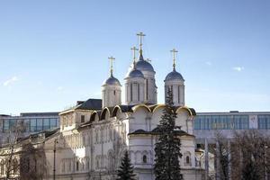 patriarchpaleis en de twaalf apostelenkerk. kremlin van moskou, rusland foto