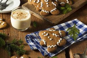 zelfgemaakte versierde peperkoek mannen koekjes