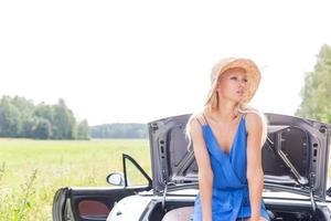 vrouwelijke roadtrip foto