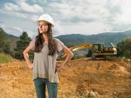 vrouwelijke architect supervisig bouw foto