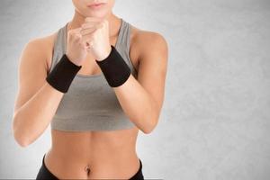 vrouwelijke bokser klaar om te vechten foto