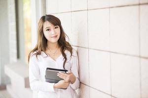 Aziatische vrouwelijke hogeschool of universiteitsstudent foto