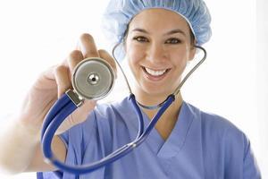 vrouwelijke arts met een stethoscoop, glimlachen, portret foto