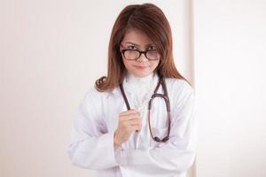 close-up van een vrouwelijke arts glimlachen foto