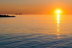 zonsondergang en schip foto