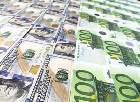 groot oppervlak bedekt met ons en europese bankbiljetten foto