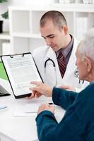 patiënt overleg met arts foto