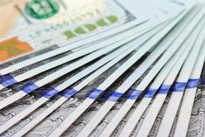 hoop van honderd-dollarbiljetten close-up foto