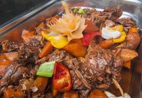 duck szechuan chinese maaltijd bij een buffet foto