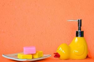 eend zeepdispenser foto