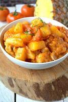 kip gekookt met ananas foto