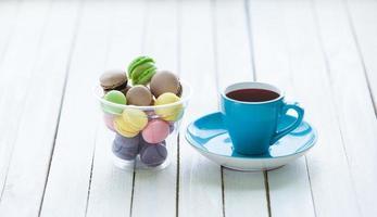 kopje koffie en macarons foto