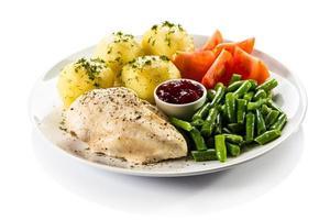 gekookt vlees en groenten foto