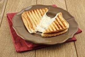 geroosterde cheddarkaas sandwich Turkse toast foto