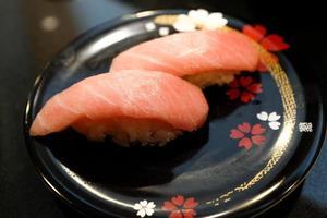 otoro (het vetste vlees van tonijn) sushi foto
