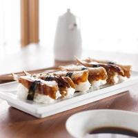 sushi - nagiri palingbroodje foto