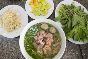 vietnam noodle set in ho chi minh city foto