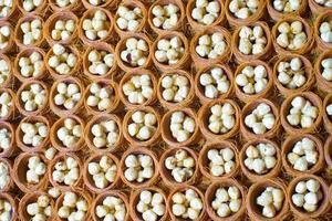 traditionele Turkse zoetigheden op de markt van istanbul foto