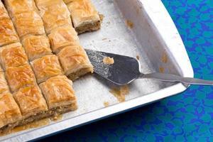 zelfgemaakte baklava klaar om te worden geserveerd foto