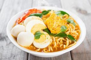 curry instant noodles foto