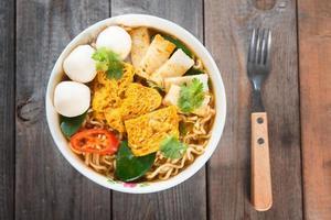 pittige curry instant noodles foto