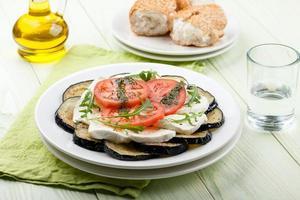 aubergine met mozzarella foto