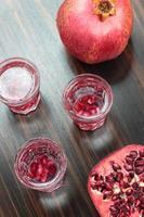 granaatappel wodka shots. foto