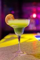 cocktail aan de bar foto